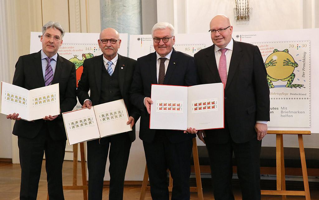 Grafiker Professor Graf, BAGFW-Vizepräsident Professor Rosenbrock, Bundespräsident Steinmeier, Bundesminister Altmaier